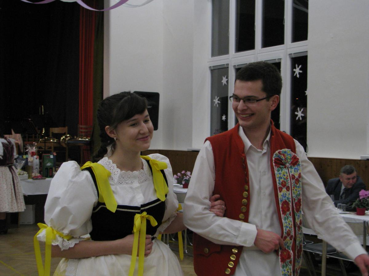 vinarsky-krojovany-ples-moutnice-2011-002.jpg