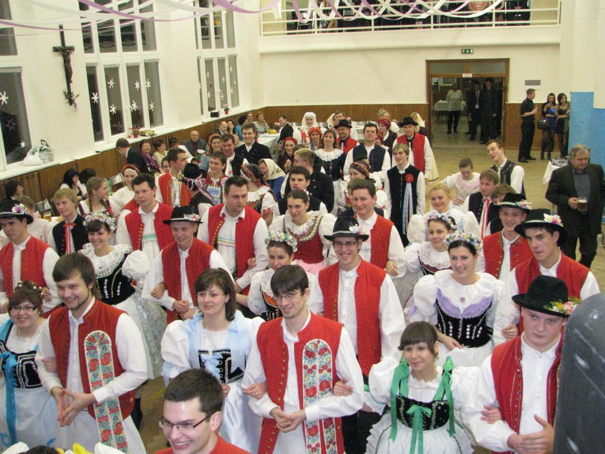 vinarsky-krojovany-ples-moutnice-2011-004.jpg