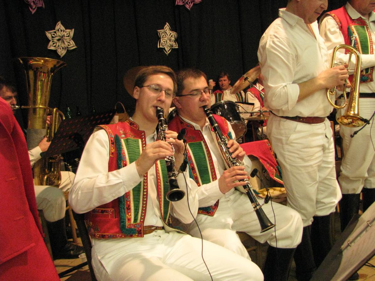 vinarsky-krojovany-ples-moutnice-2011-010.jpg
