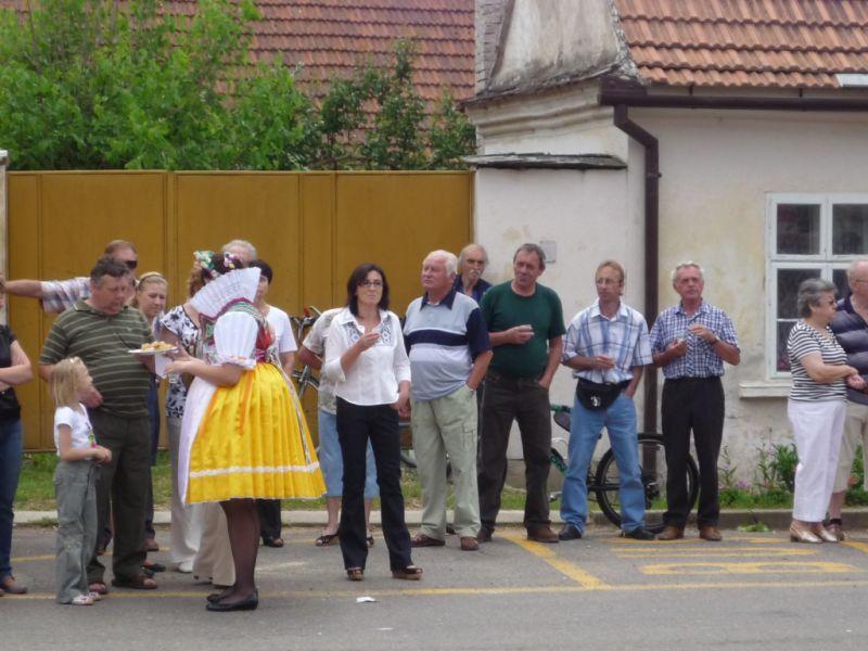 sveceni-praporu-vhosteradky-1362010-ii.jpg