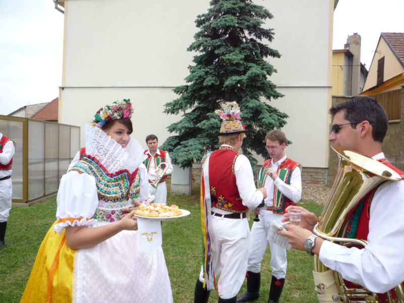sveceni-praporu-vhosteradky-1362010-v.jpg