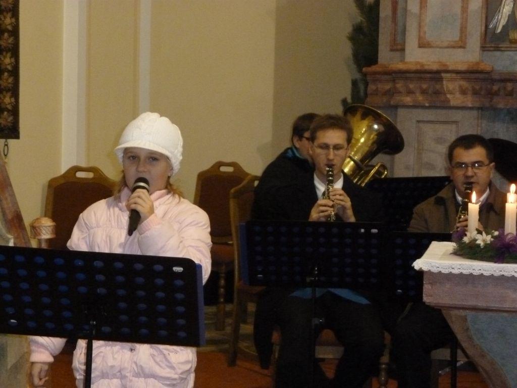 vanocni-koncert-vhosteradky-17122011-013.jpg